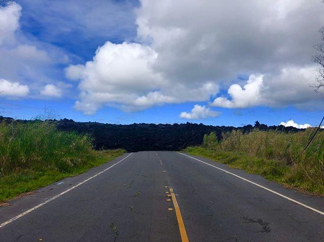 Aloha🤙🏽ラバツリー州立公園の道。ハワイ島ならではの光景です。———————————————————————————東西南北どこへでも🏽お客様のご希望の場所へ、日本語ガイドがご案内します———————————————————————————ホロホロ流貸切チャーターツアー当日でも車が空いていればすぐに対応いたします!1(808)-747-5793までお気軽にお問い合わせください。*🏽ツアーの詳細はプロフィール欄に掲載しているホームページからご確認ください。*️メールでお問い合わせの方へ:48時間以内に返信がない場合は、こちらにメールが届いていない可能性がありますので直接お問い合わせ下さい。ホロホロスタッフ一同、皆さまにお会いできる日を楽しみにしています🏽———————————————————————————#hawaii #hawaiiisland #bigisland #hilo #lava #lavatreestatepark #supportlocal #aloha #paradice #familytrip #honeymoon #madeinhawaii #ハワイ #ハワイ島 #ハワイ島ツアー #ハワイ島旅行 #家族旅行 #新婚旅行 #ビッグアイランド #ハワイ島ヒロ #キラウエア #溶岩 #今こそハワイ島に行こう #ハワイ好きな人と繋がりたい